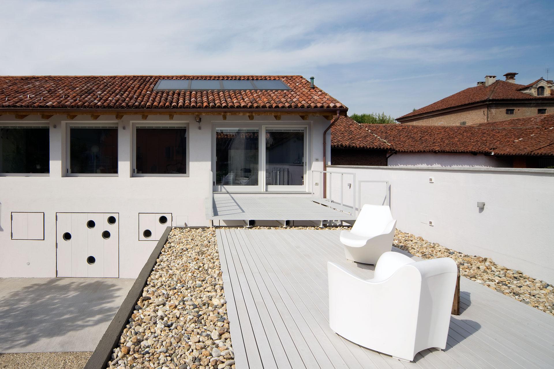 Casa con tetto in legno interesting la camera da letto in - Condensa in casa nuova costruzione ...